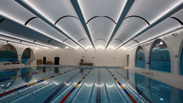 亚朵酒店游泳池@弧形铝单板