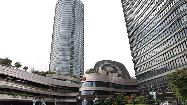上海浦西白玉兰广场型材铝方通