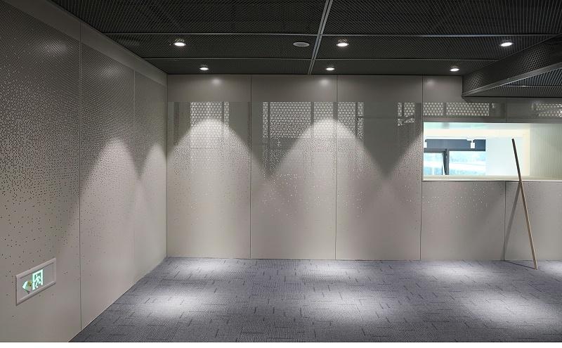 上海地产闵虹集团办公楼@渐变冲孔铝单板